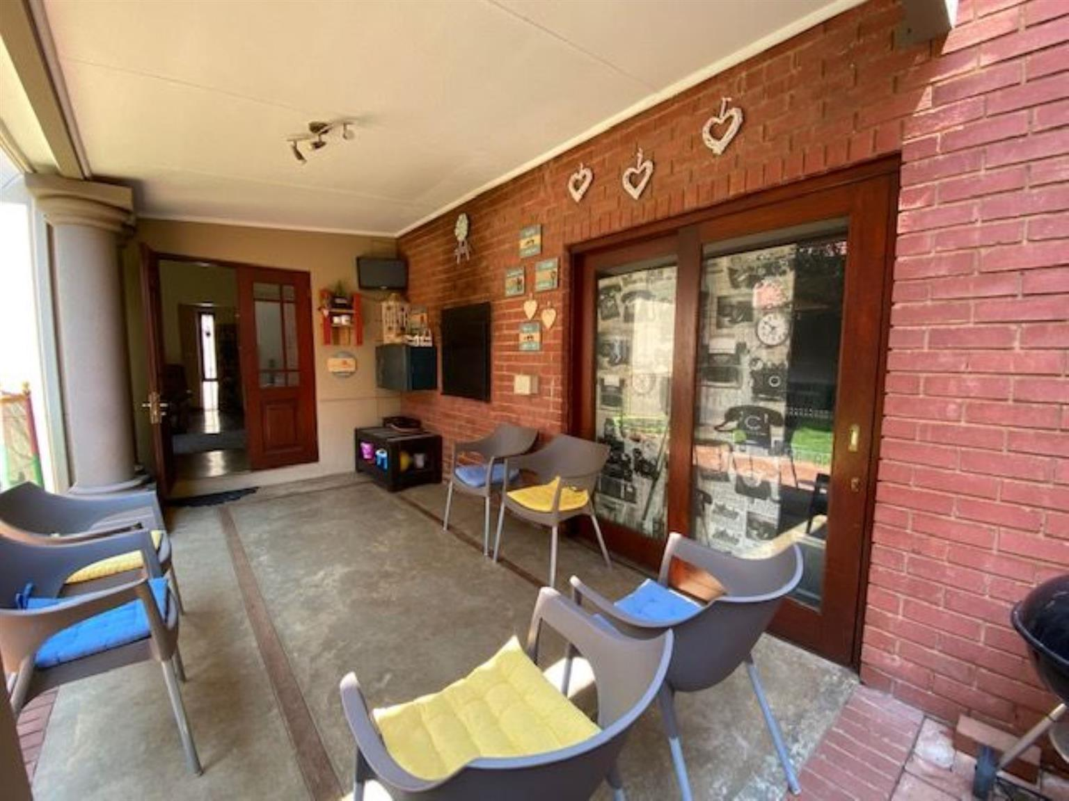 Townhouse For Sale in HERITAGE HILL