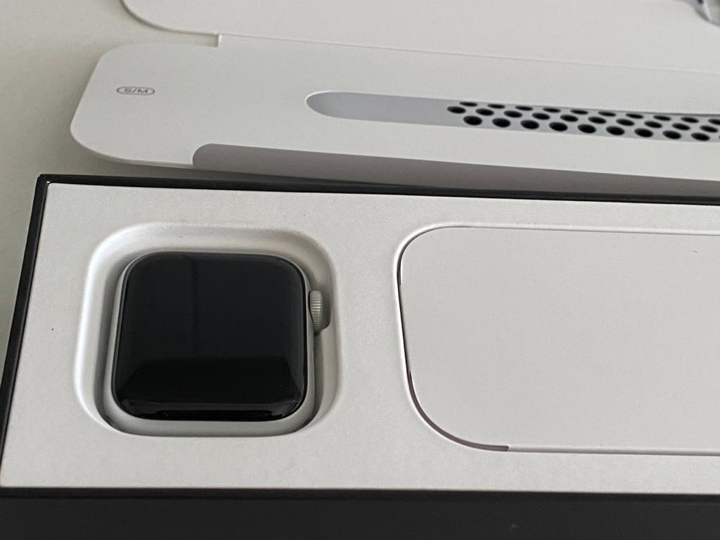 Apple watch series 5 40mm pure platinum gps Nike brand new