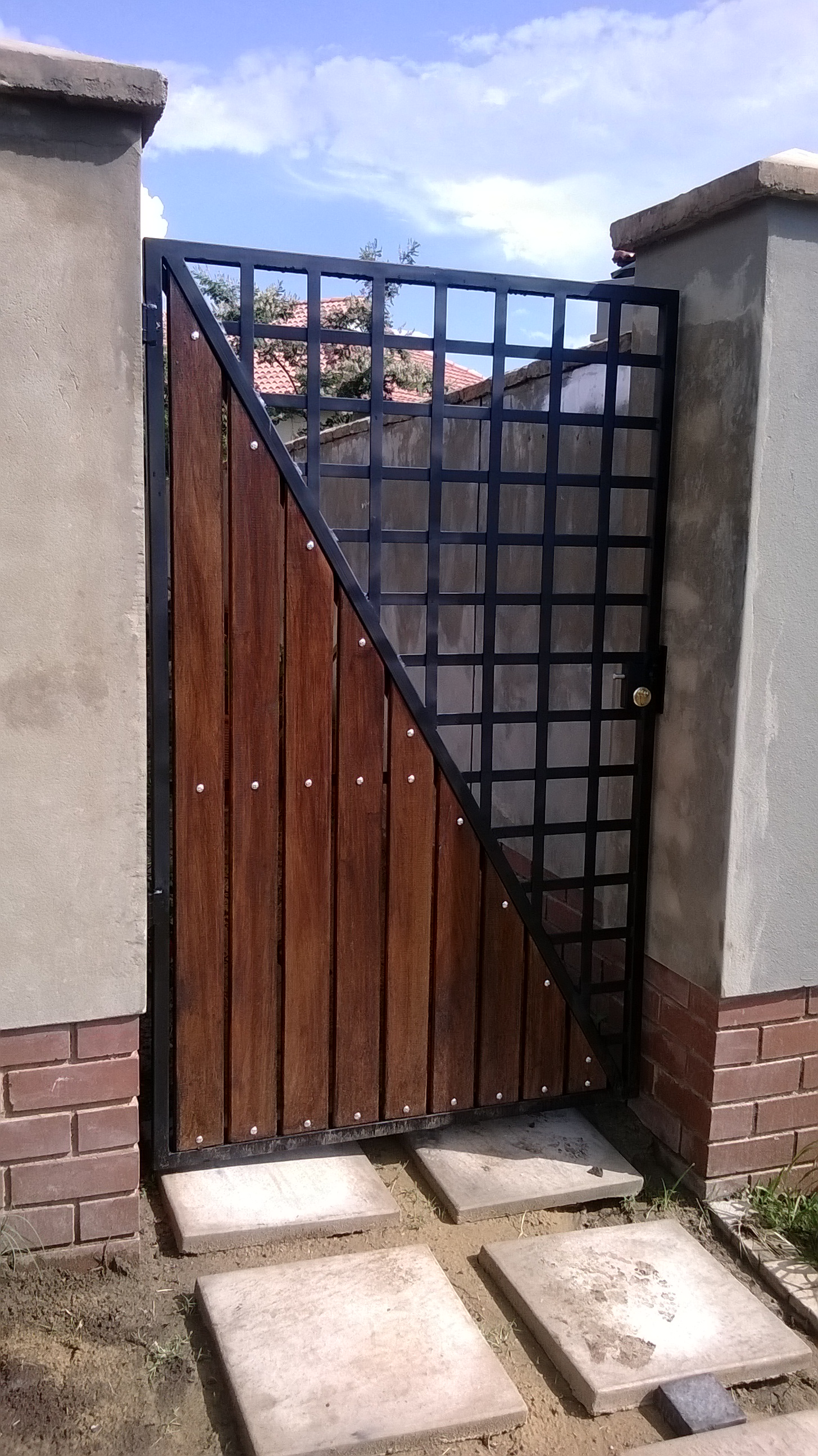 SECURITY GATES & PEDESTRIAN GATES & ENCLOSURES