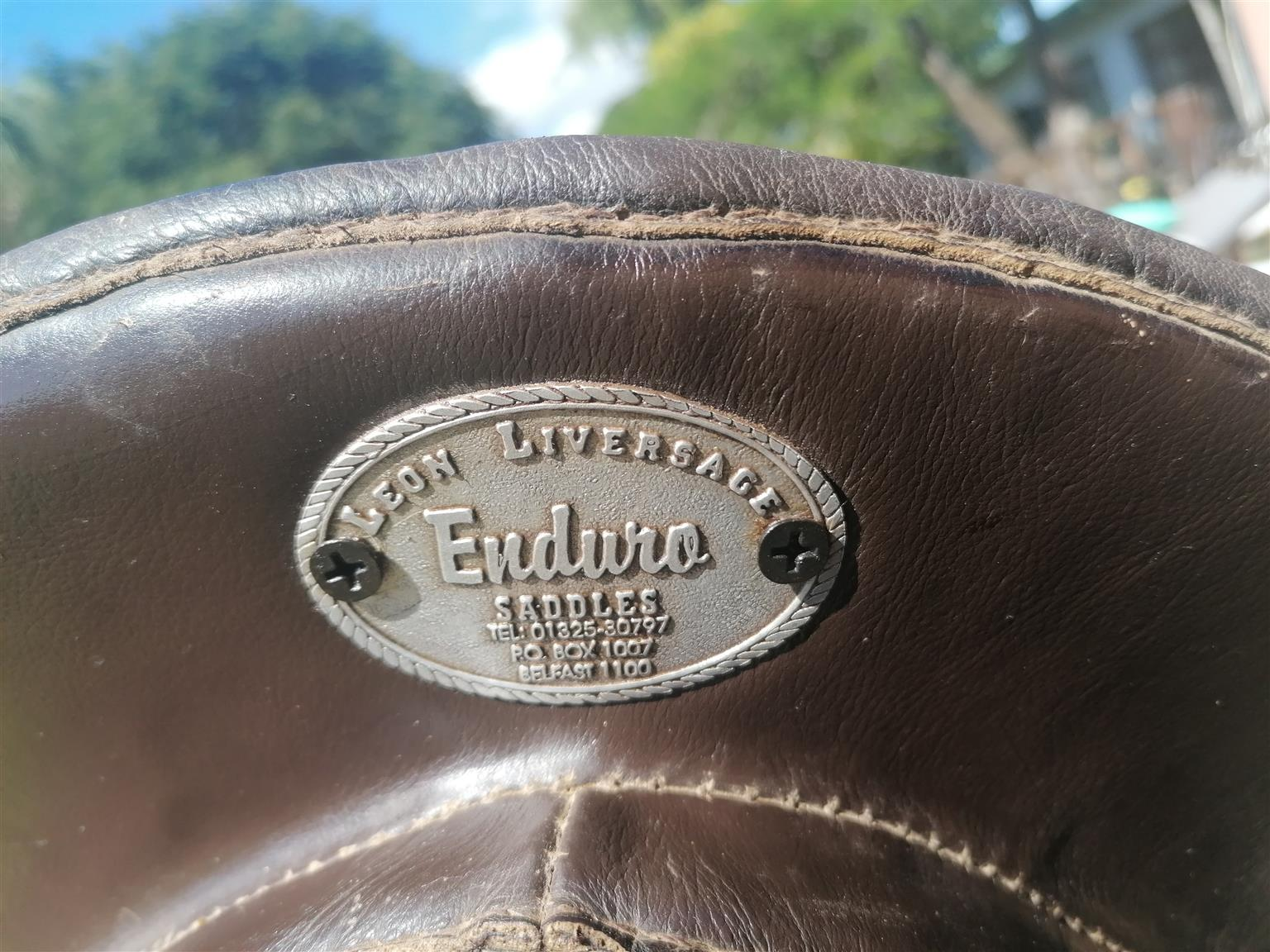 Leon liversage enduro saddle