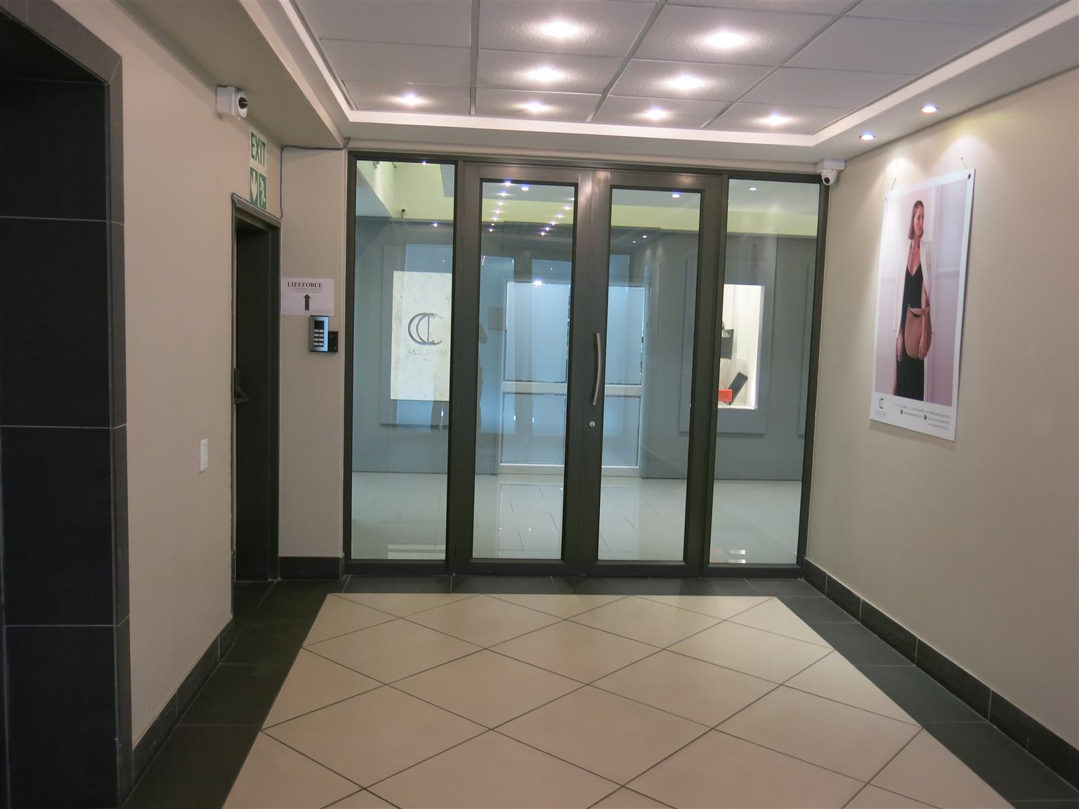 GREEN POINT: 385m2 Offices To Let