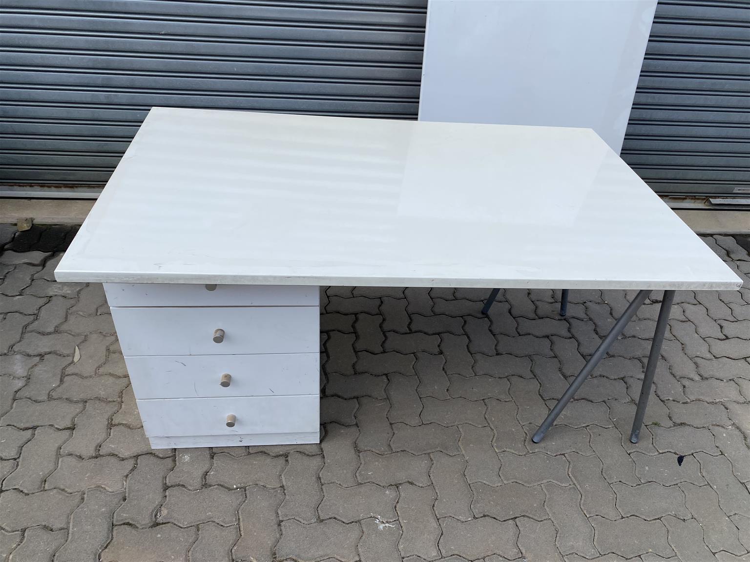 White Duco / High Gloss Finish Office Desk and 4 Drawer Pedestal