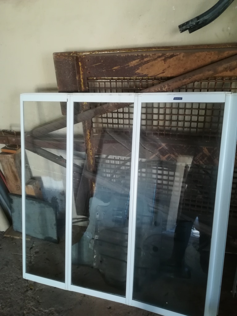 Second Hand Bath Screen And Basin Junk Mail