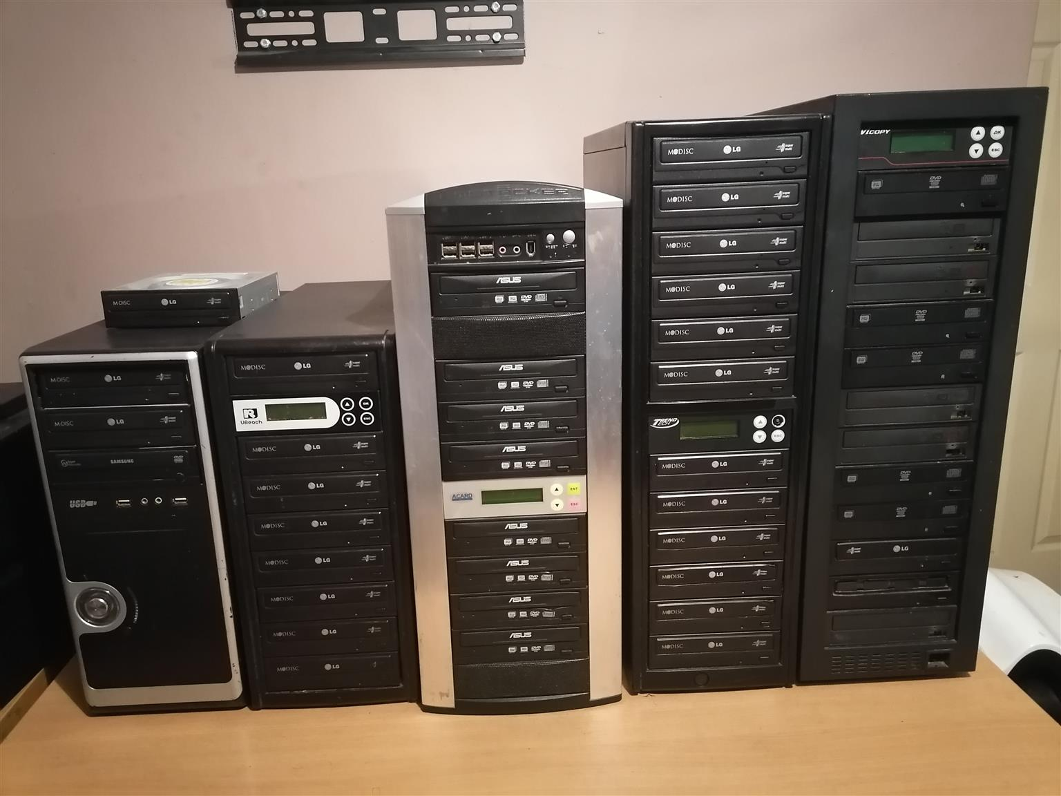 2021  bargain.. Five computer and duplicators for free