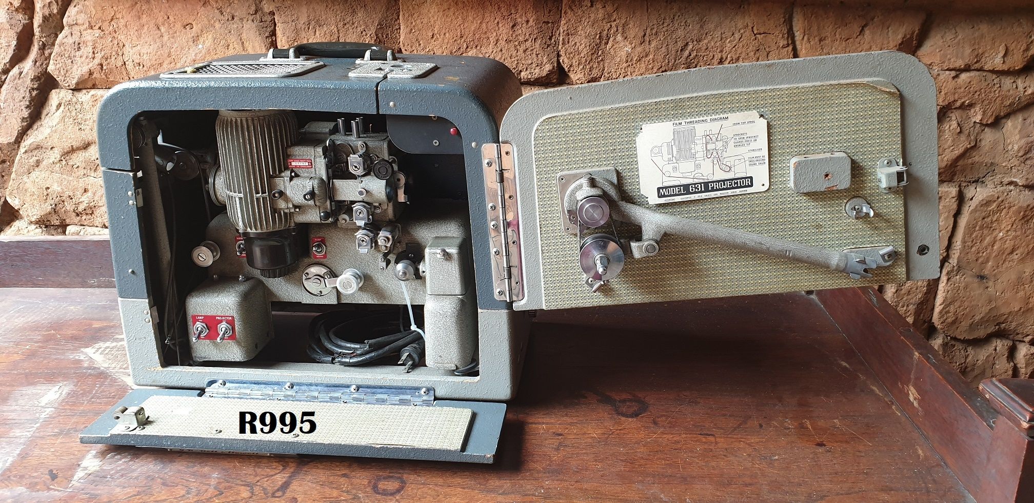 GB Bell & Howell Filmosound Model 631 16mm Projector (Main wire perished needs attention)