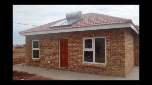 Mofolo Soweto 2bedroomed house to rent for R4000  bath kitchen lounge