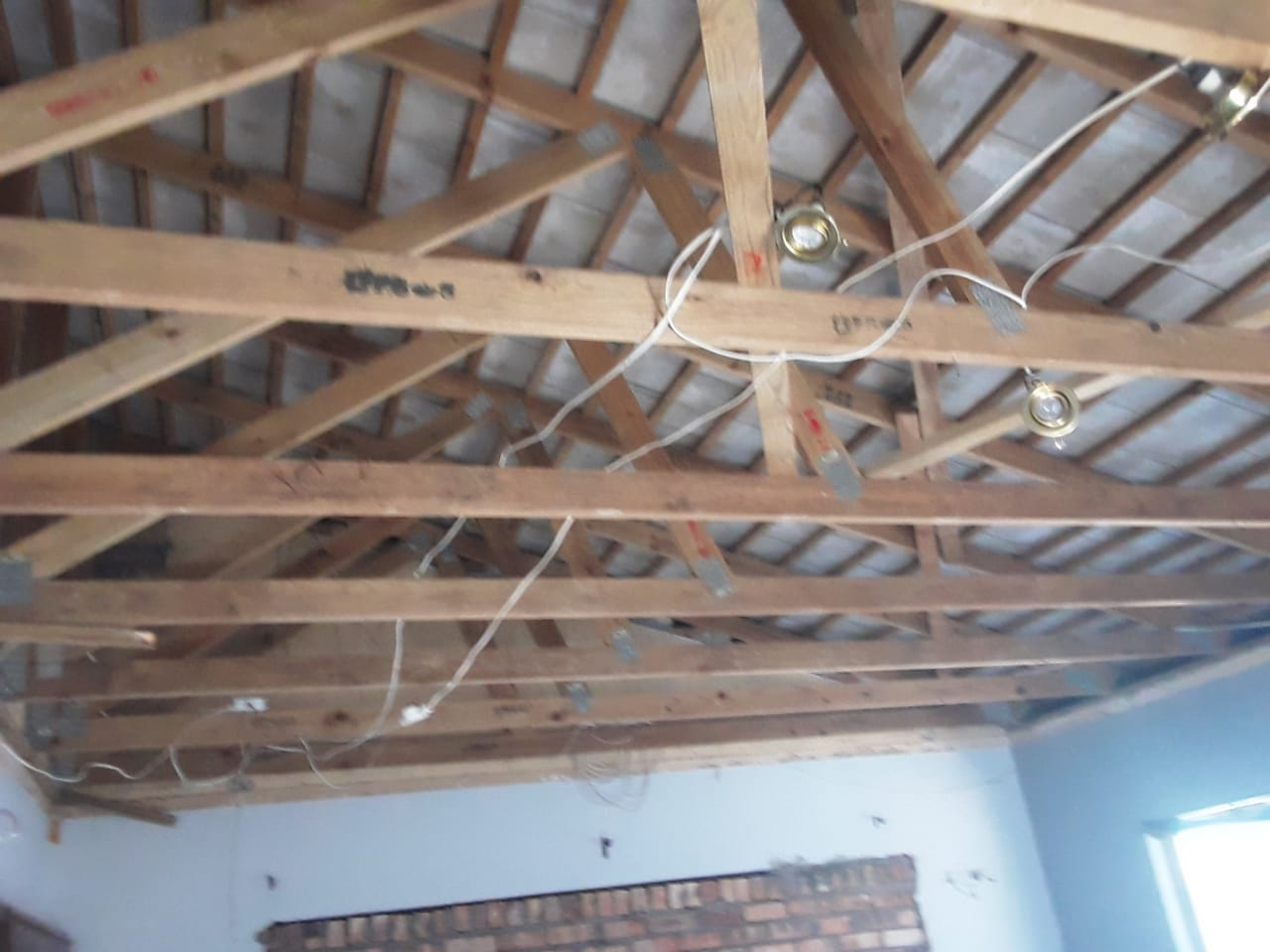 Roofing, roof trusses and tiles