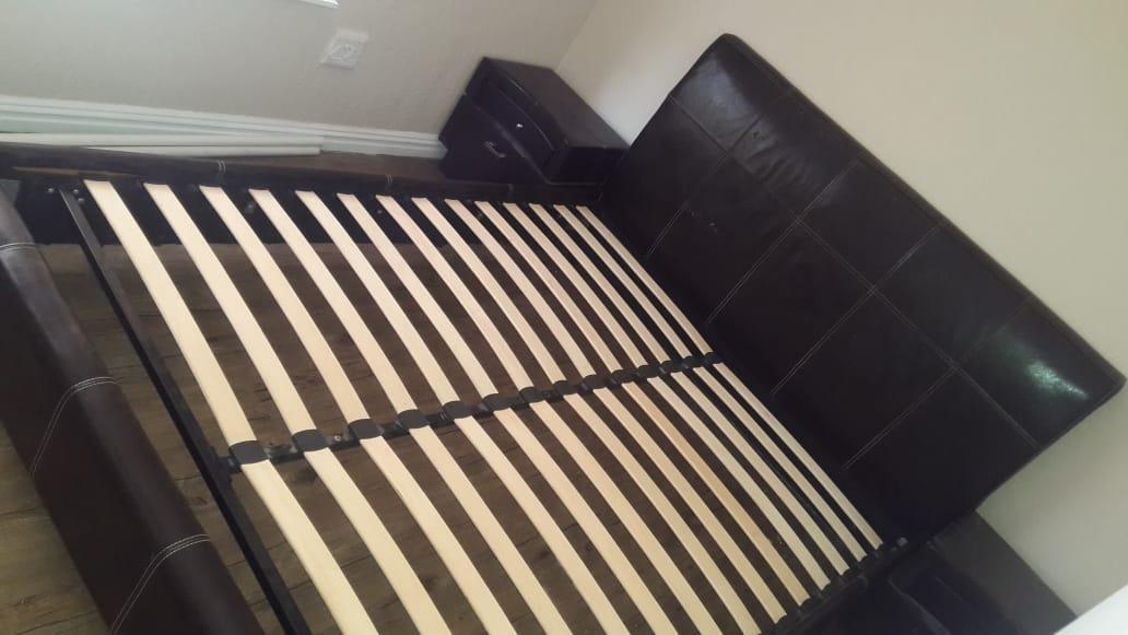 Queen size bed set