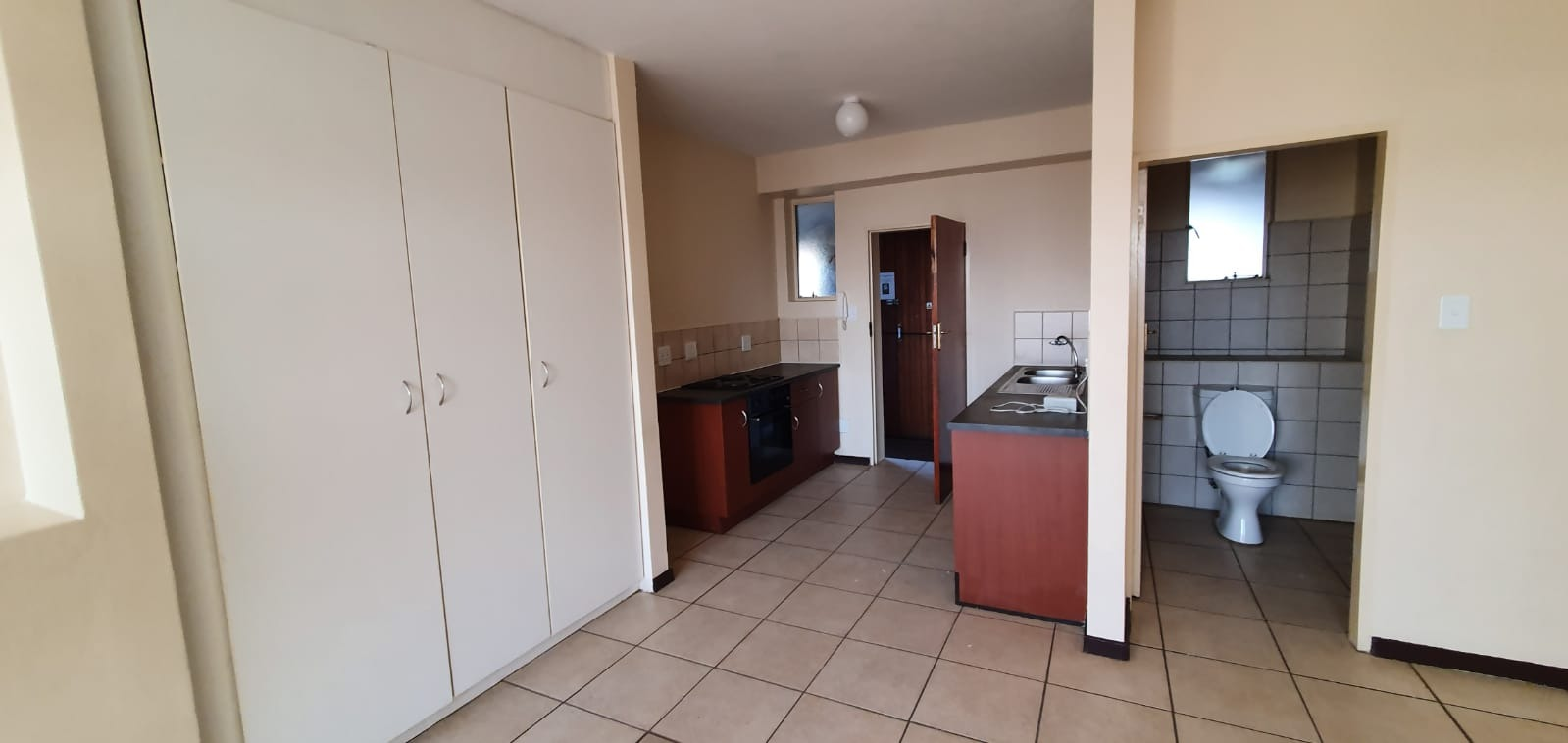 Apartment For Sale in Sunnyside