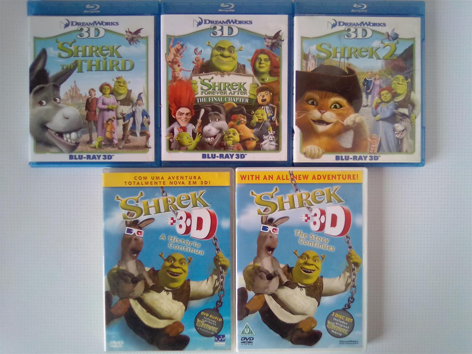 Shrek 3D Movies Collection. One Disc is in Portuguese, Spanish and English. Another box consists 3D and 2D Movies
