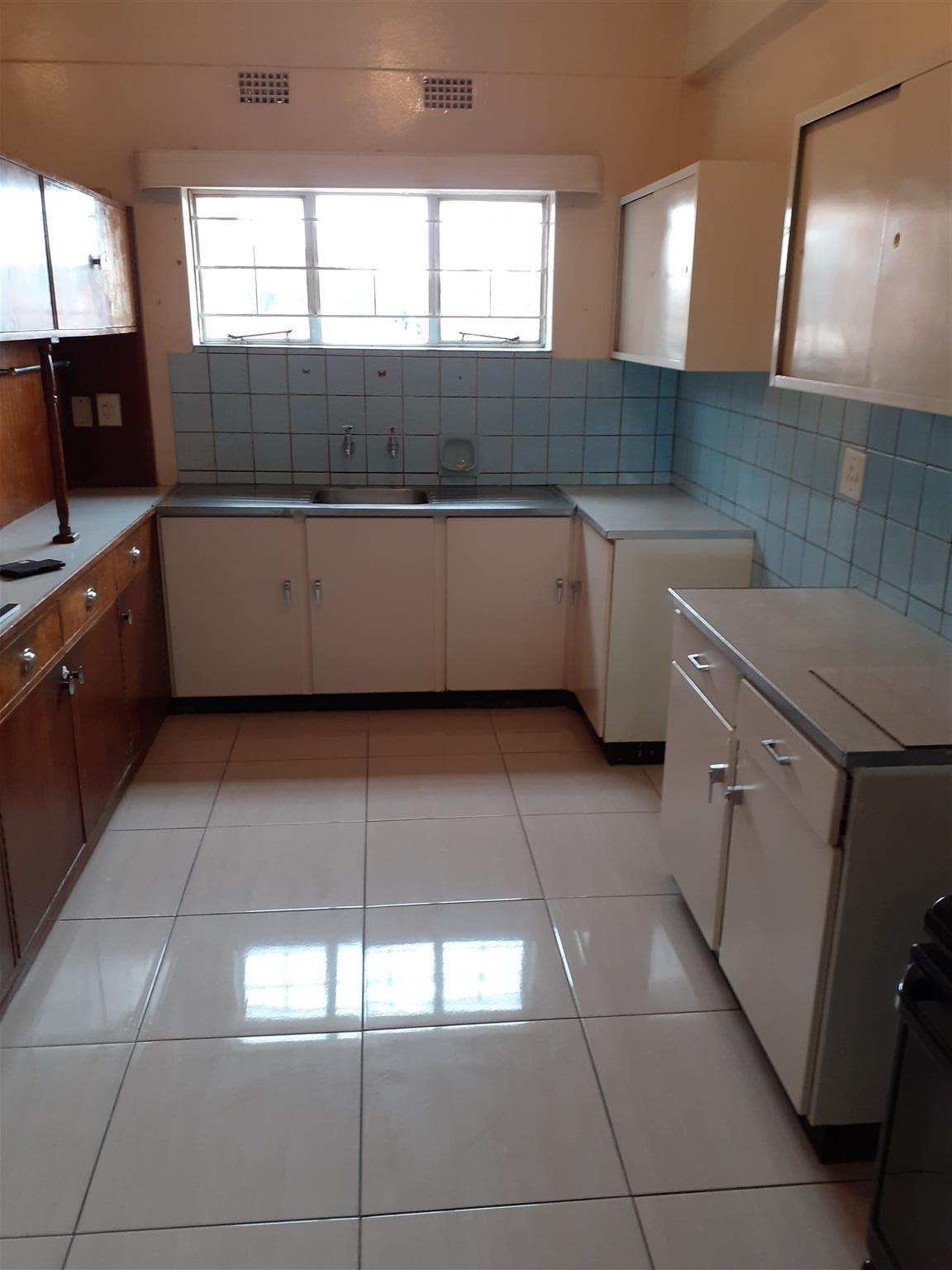 Spacious 2 Bed, Kenilworth, JHB South for Rent