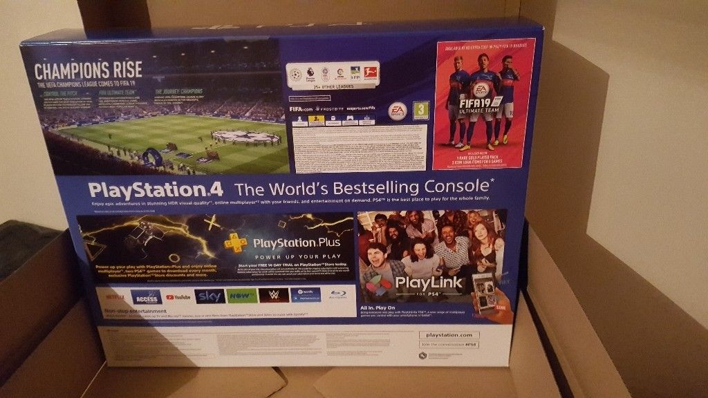 Brand New PS4 FIfa19 Bundle Console
