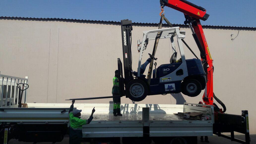 Reliable Rigging Crane Truck Hire