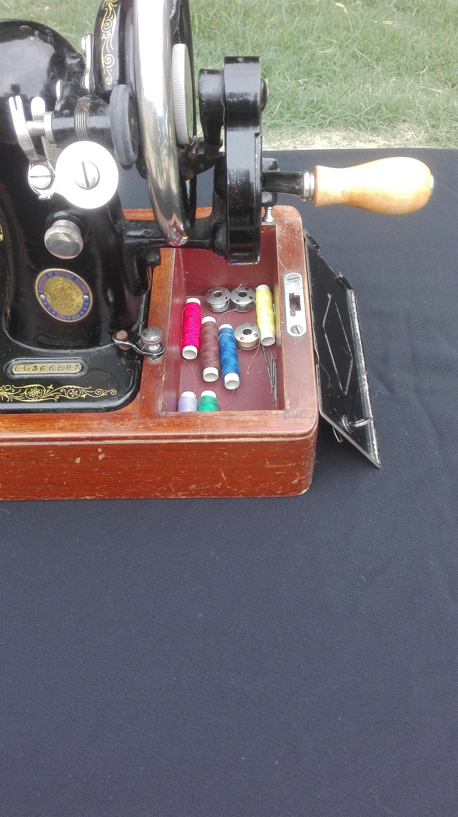 1951 Singer Sewing Machine  (69 Years old )