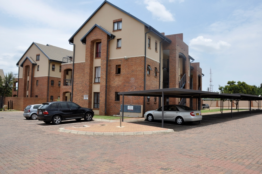 Swell For Sale 2 Bedroom Apartment In Carlswald Midrand Junk Mail Home Remodeling Inspirations Genioncuboardxyz