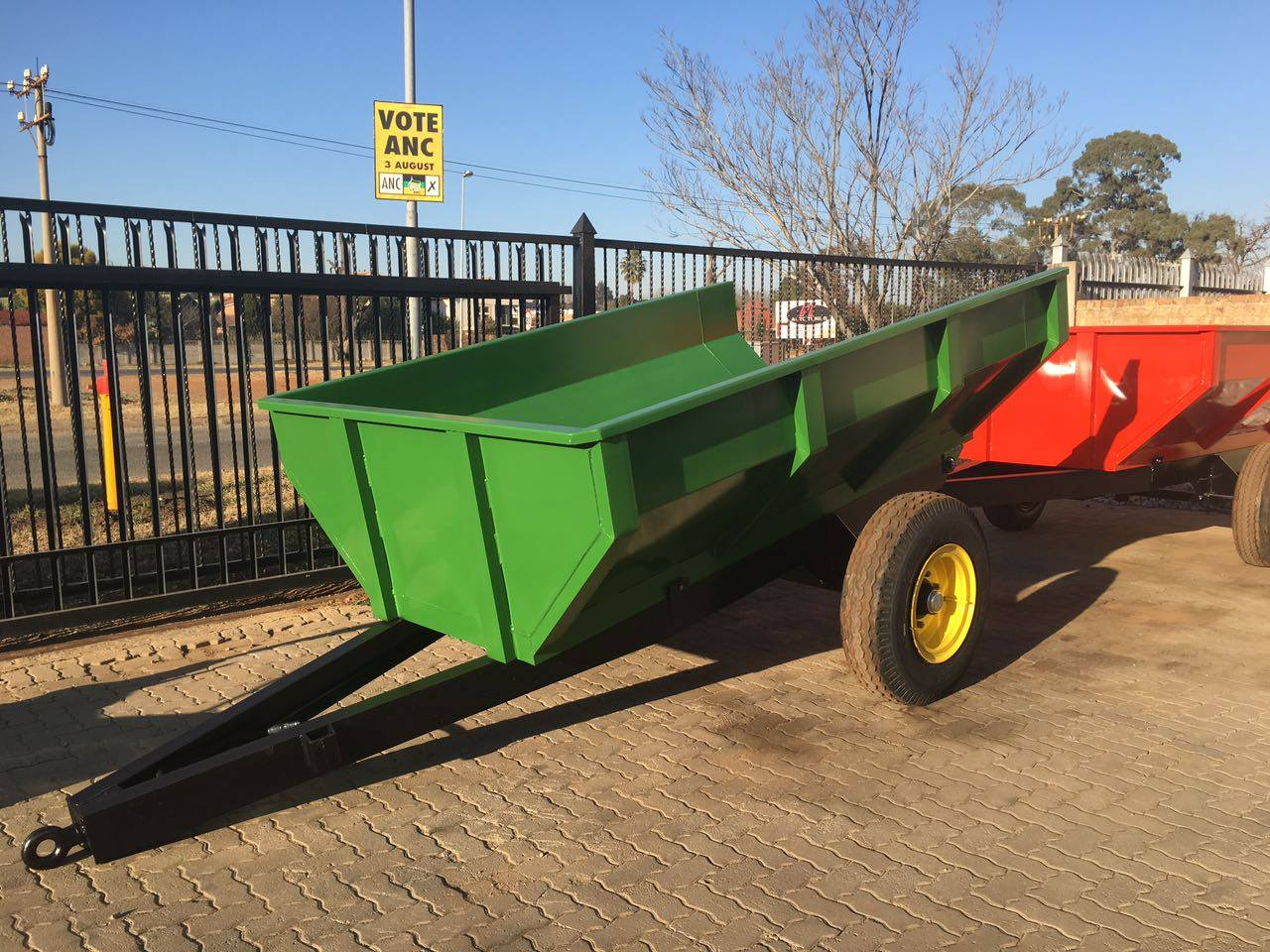 Dragon feed mixers and Trailers | Junk Mail