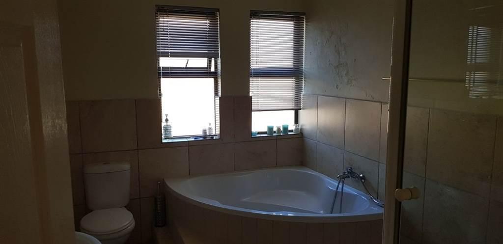 Three bedroom three bathroom townhouse for rent