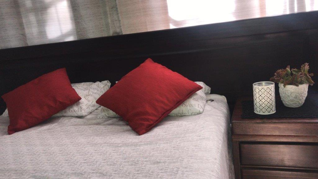 BEDROOM SUITE. 4 PCE. SOLID DARK WOOD. Excluding matress. Queen solid wood Mohogany colour