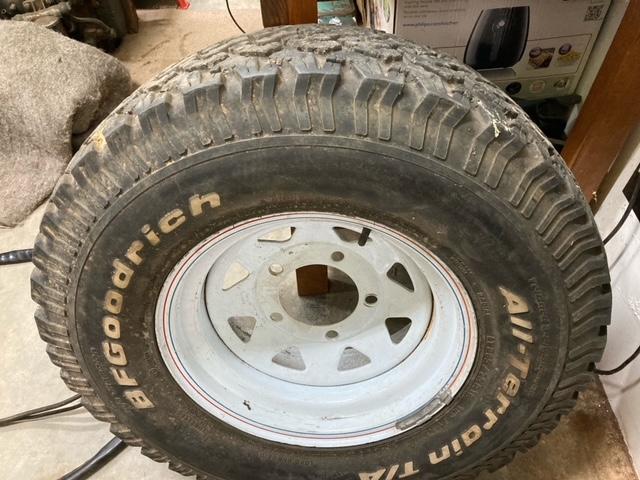 BFGoodrich LT265/75R16 tyre and Rim