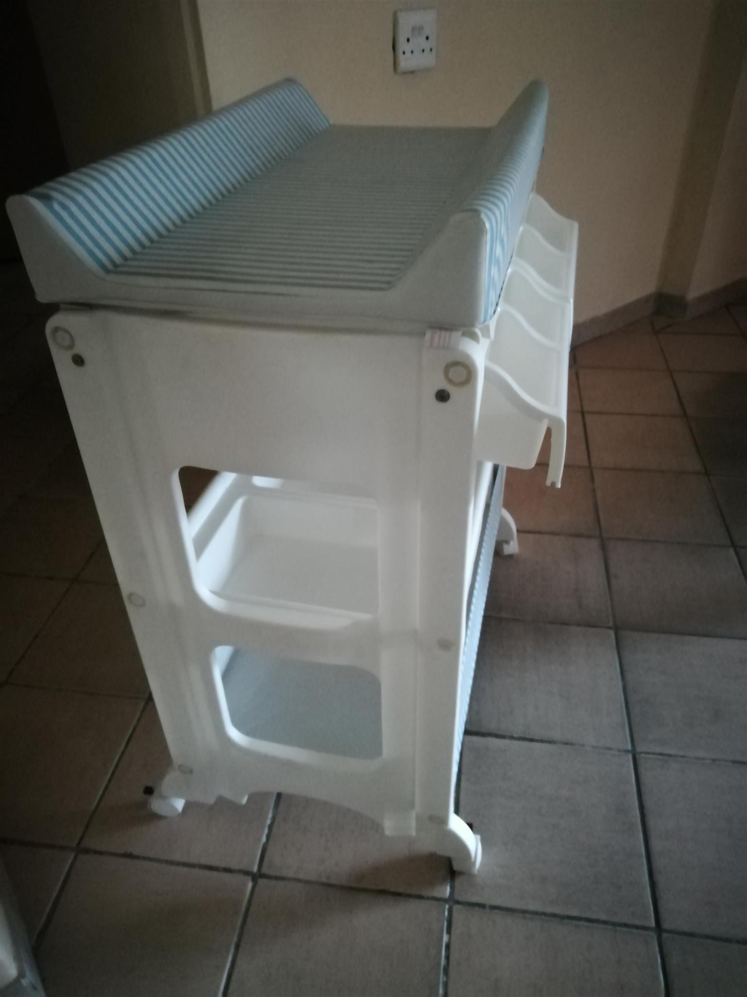 Baby bath stand for sale