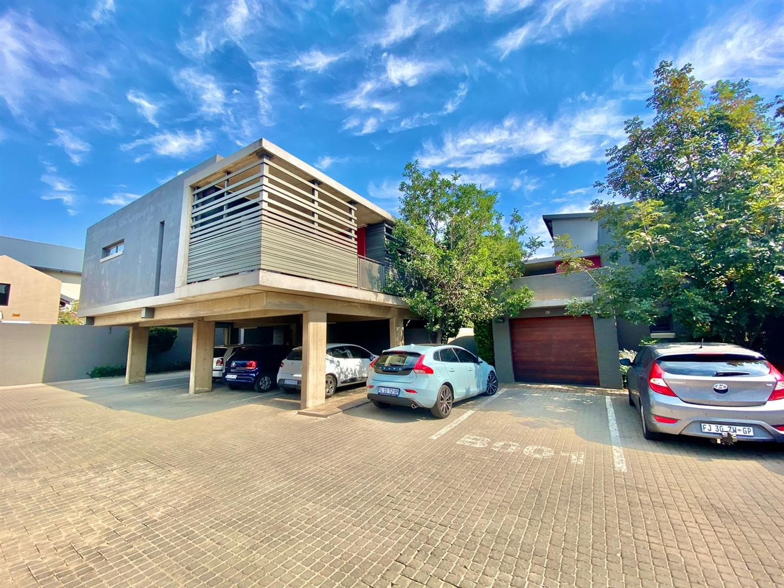 Apartment For Sale in Menlo Park