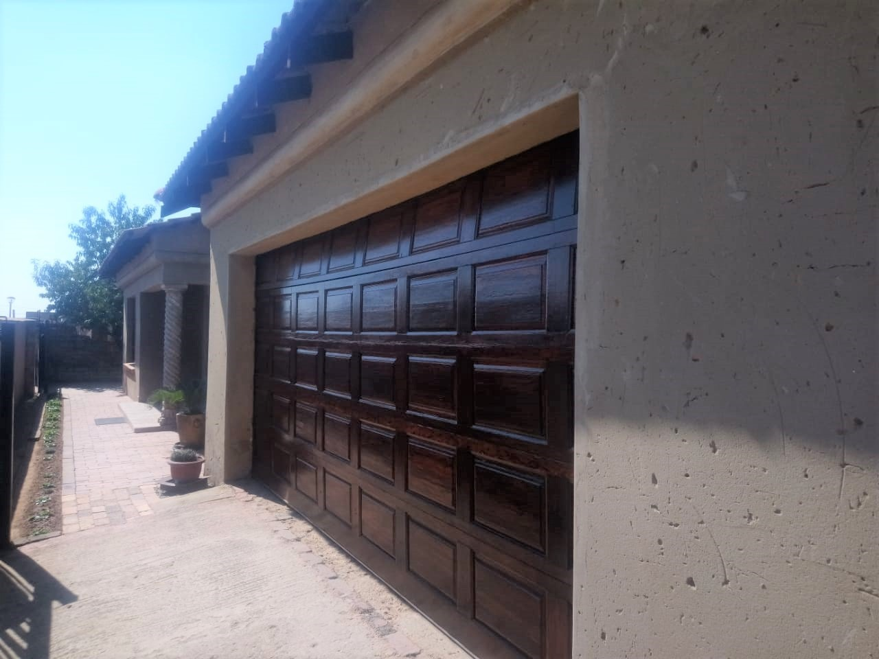 House For Sale in Chief A. Luthuli Park