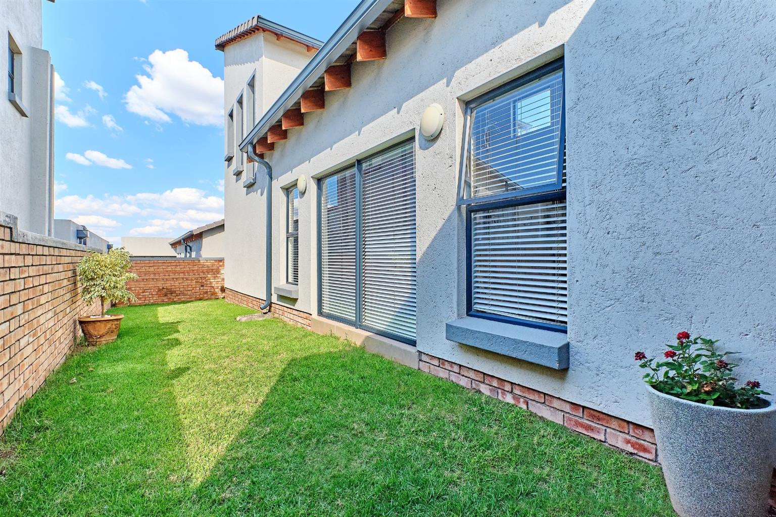 House For Sale in Summerset