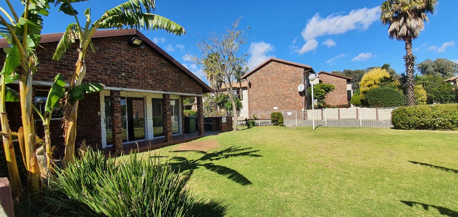 Townhouse For Sale in Eden Glen