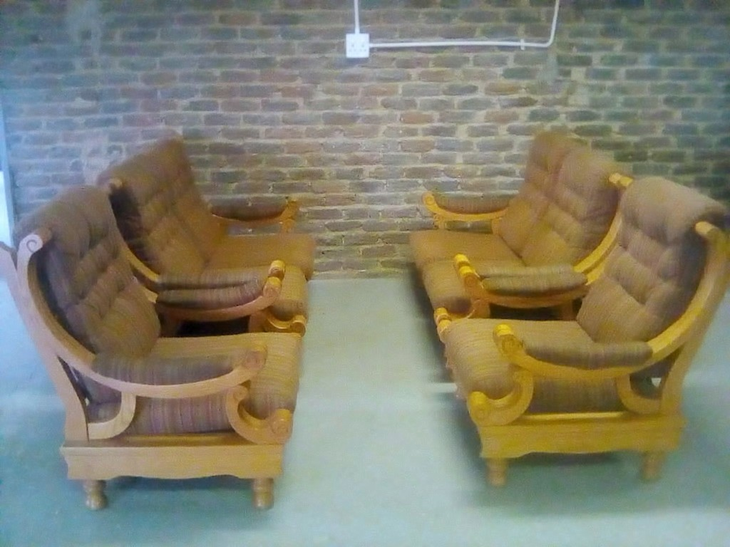 6 Seater Lounge Suite Solid Oak Junk Mail