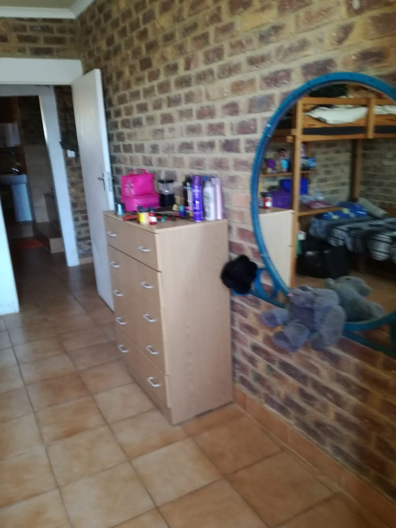 HOLIDAY HOUSE FOR SALE IN BRONKHORSTSPRUIT