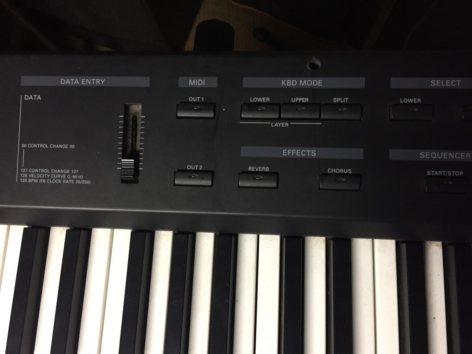 Roland E33 piano