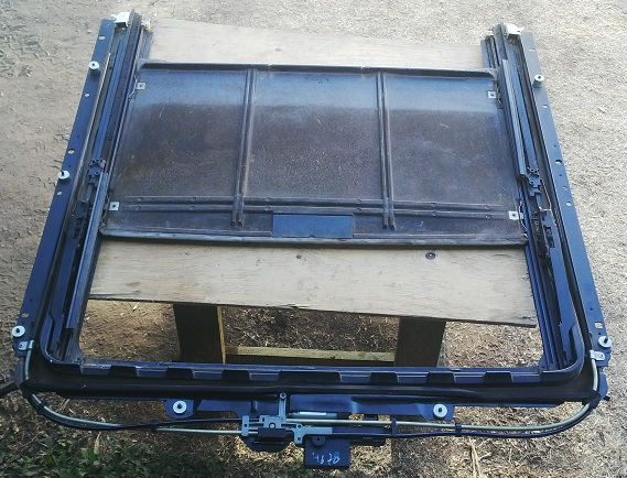 Volvo XC90   Sunroof Frame and Motor Module   2002 to 2014