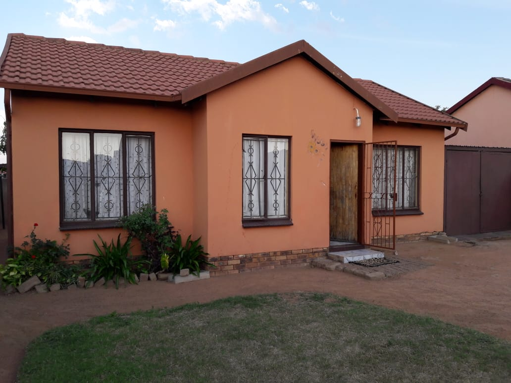 3 BEDROOMS HOUSE FOR SALE MABOPANE UNIT X R450 000.00 CALL QUINTON FOR MORE INFO @ 0723325794 / 0127000100
