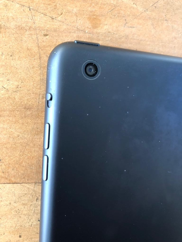 Apple iPad mini - Wifi model - A1432 - Priced to clear due to screen to be replaced
