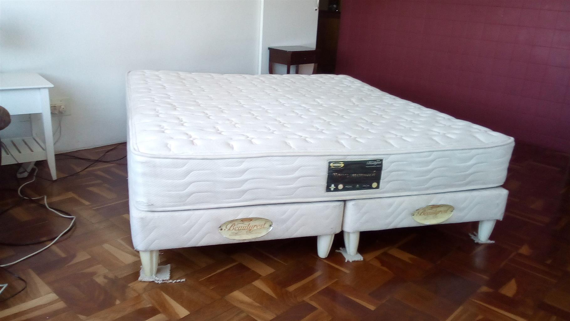 Simmons King size extra length Bed
