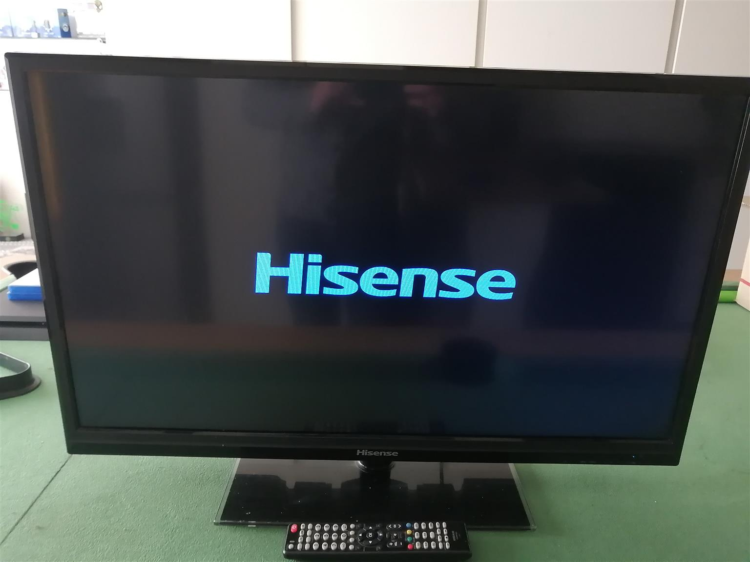Hisense 32 led hd tv with remote