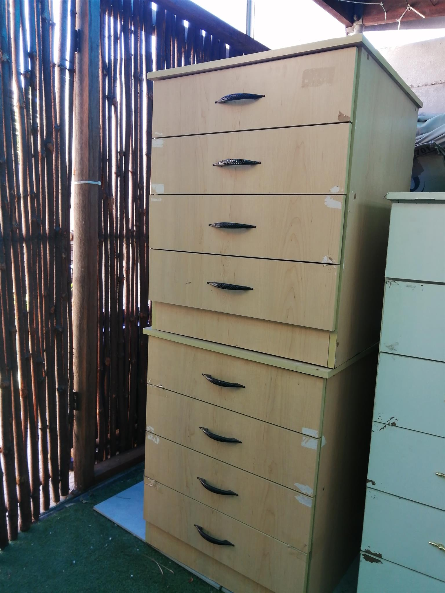 Unit with 4 broad draws x3, incl. 2 cane chairs