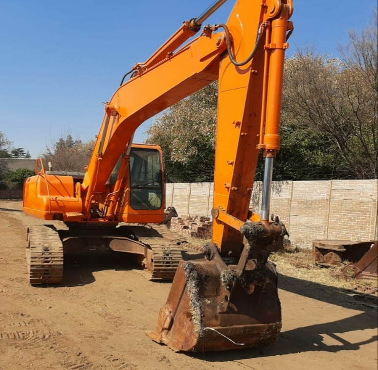 2005 Daewoo Solar 220LC-V Excavator For Sale