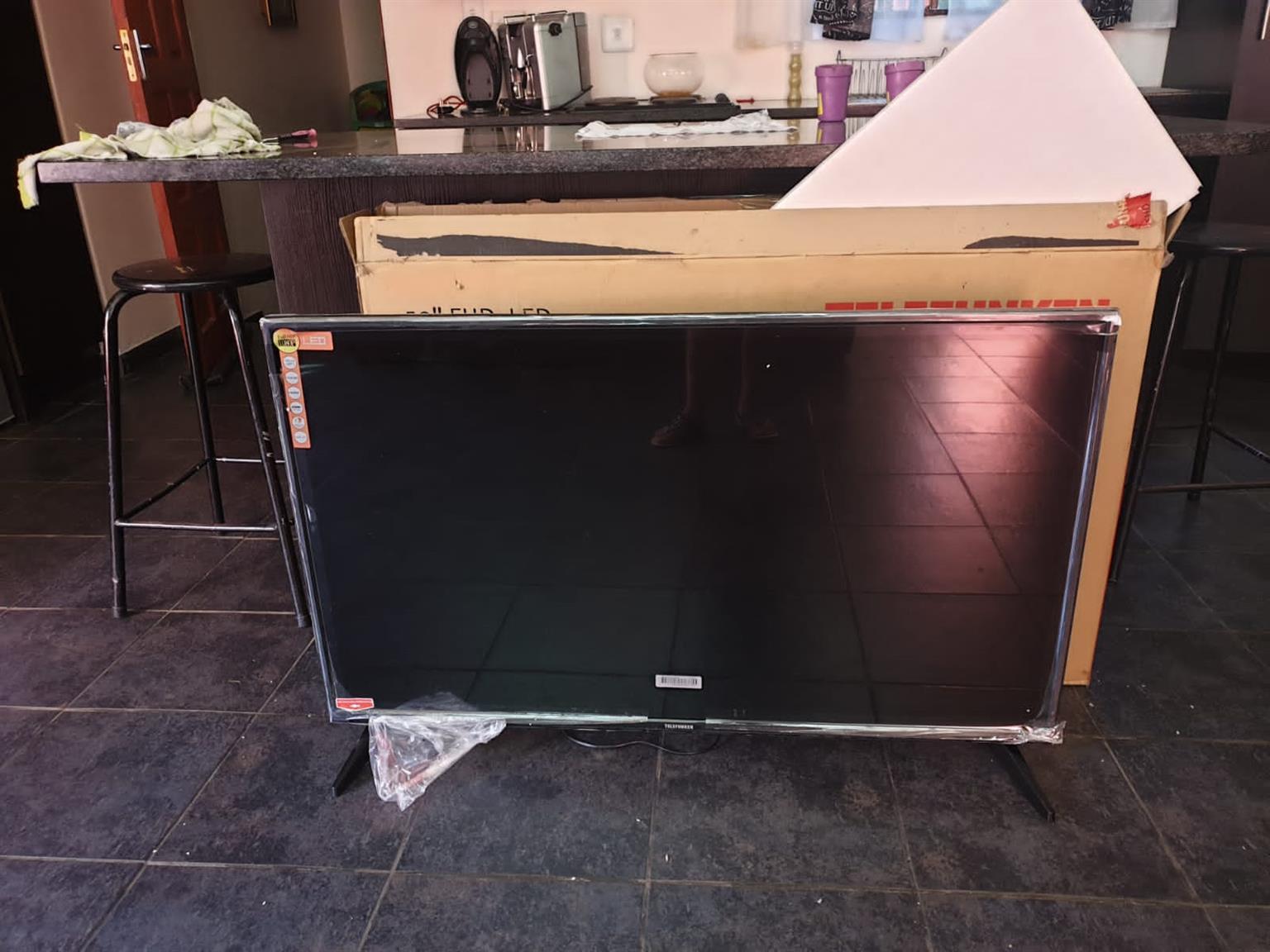 """Telefunken 50"""" TV (126cm)"""
