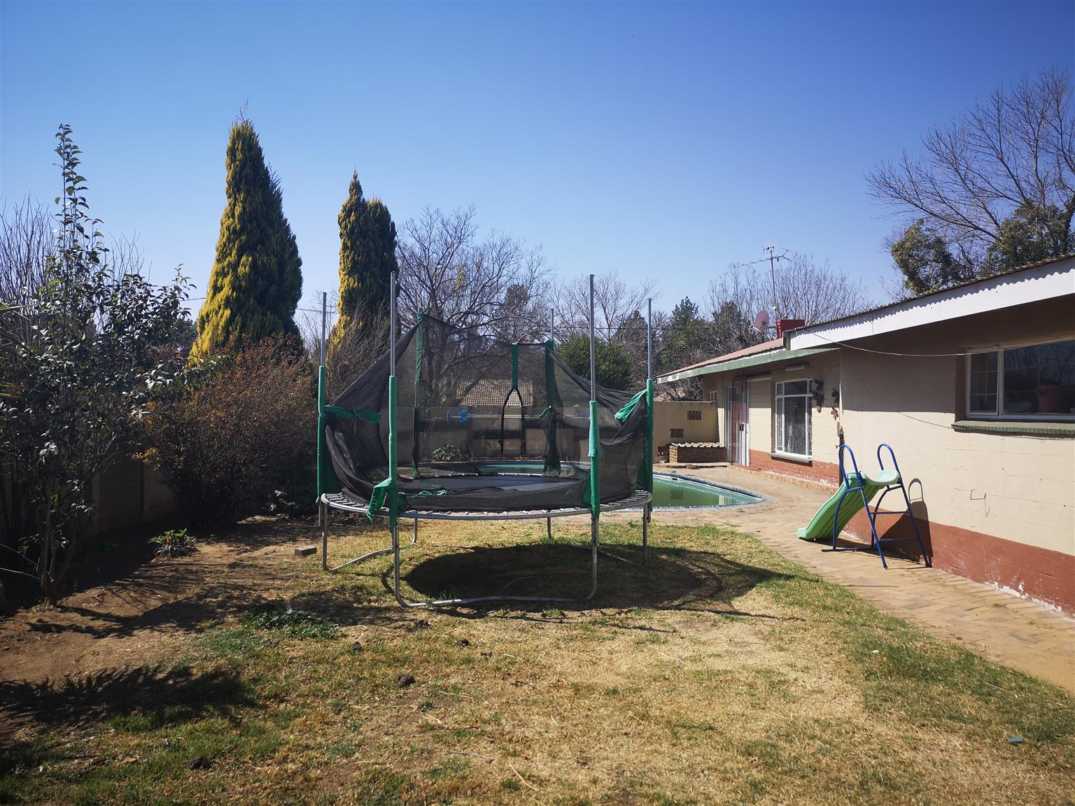 Immigrating... For Sale by Owner! Spacious Full of potential 3 Bedroom House for Sale in Miederpark, Potchefstroom with borehole & Swimming pool!