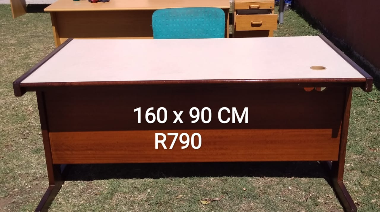 OFFICE OR STUDY DESKS FOR SALE FROM R390 TO R1790