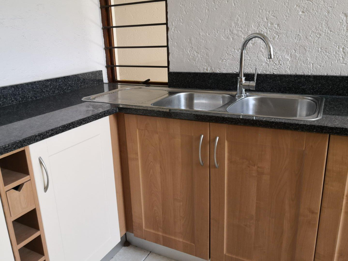 Townhouse For Sale in Benmore Gardens