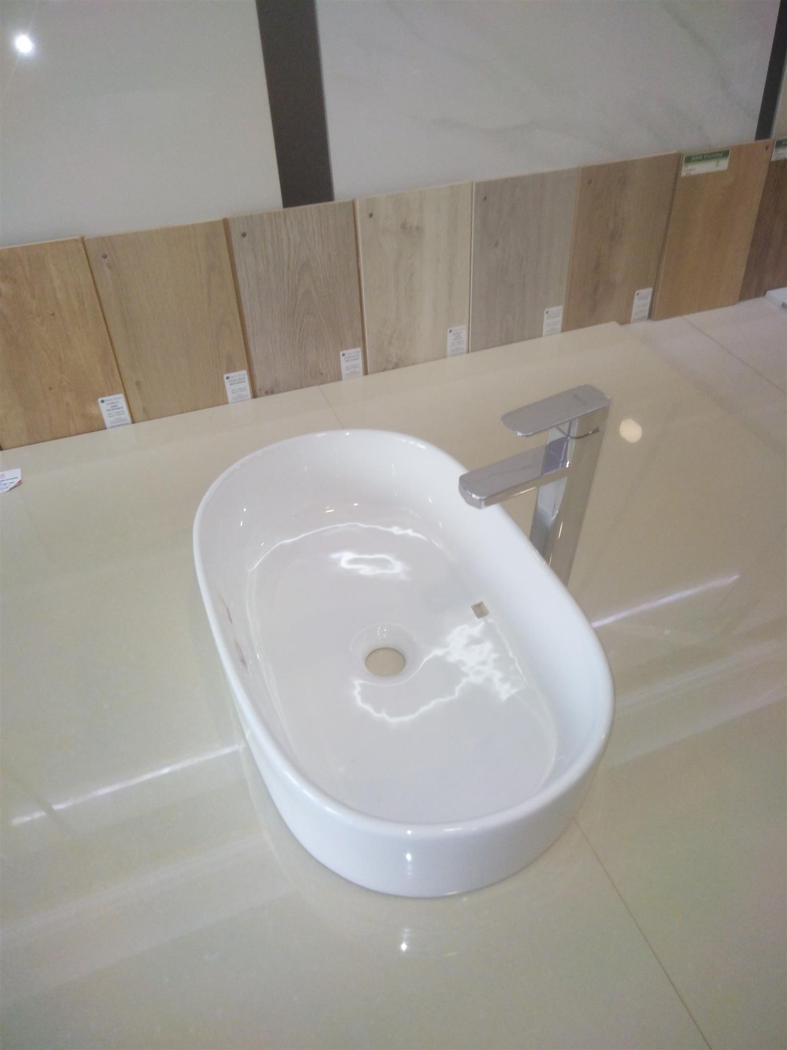 FREE STANDING BATHROOMS TUBES,JACUZZI,TOILET SEATS BASINS AND BASINS MIXER.