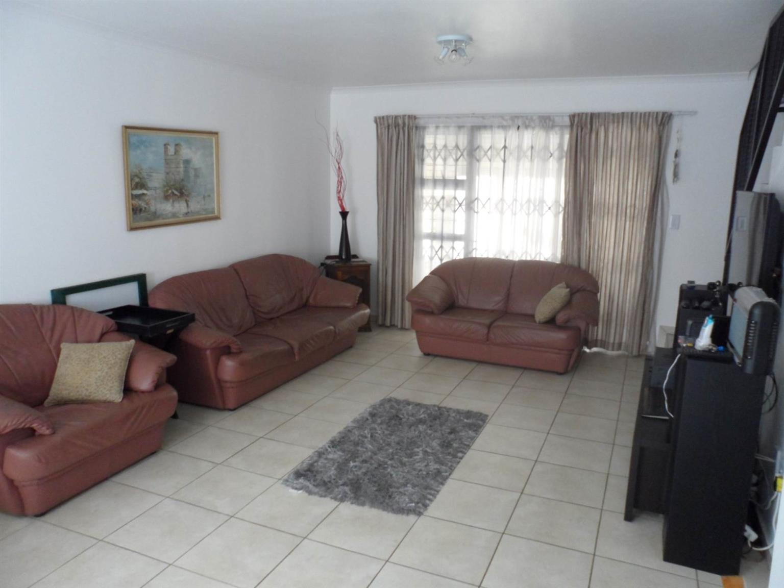 Cluster For Sale in Honeydew Manor