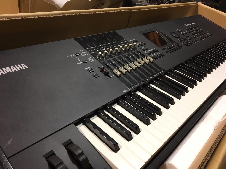 Yamaha motif XF8 Roland E 500