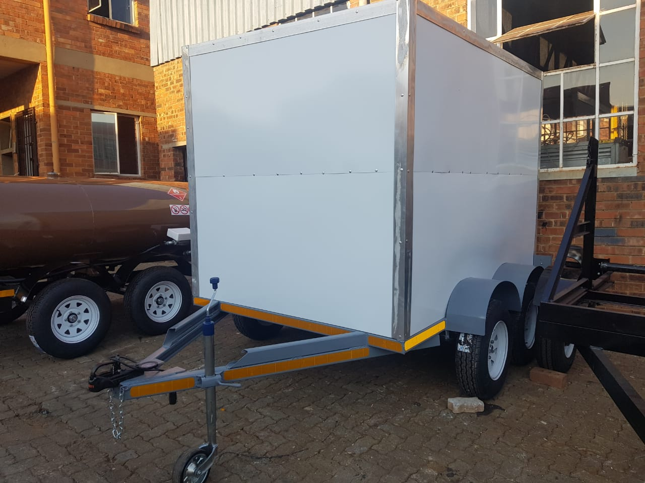 Close body trailers