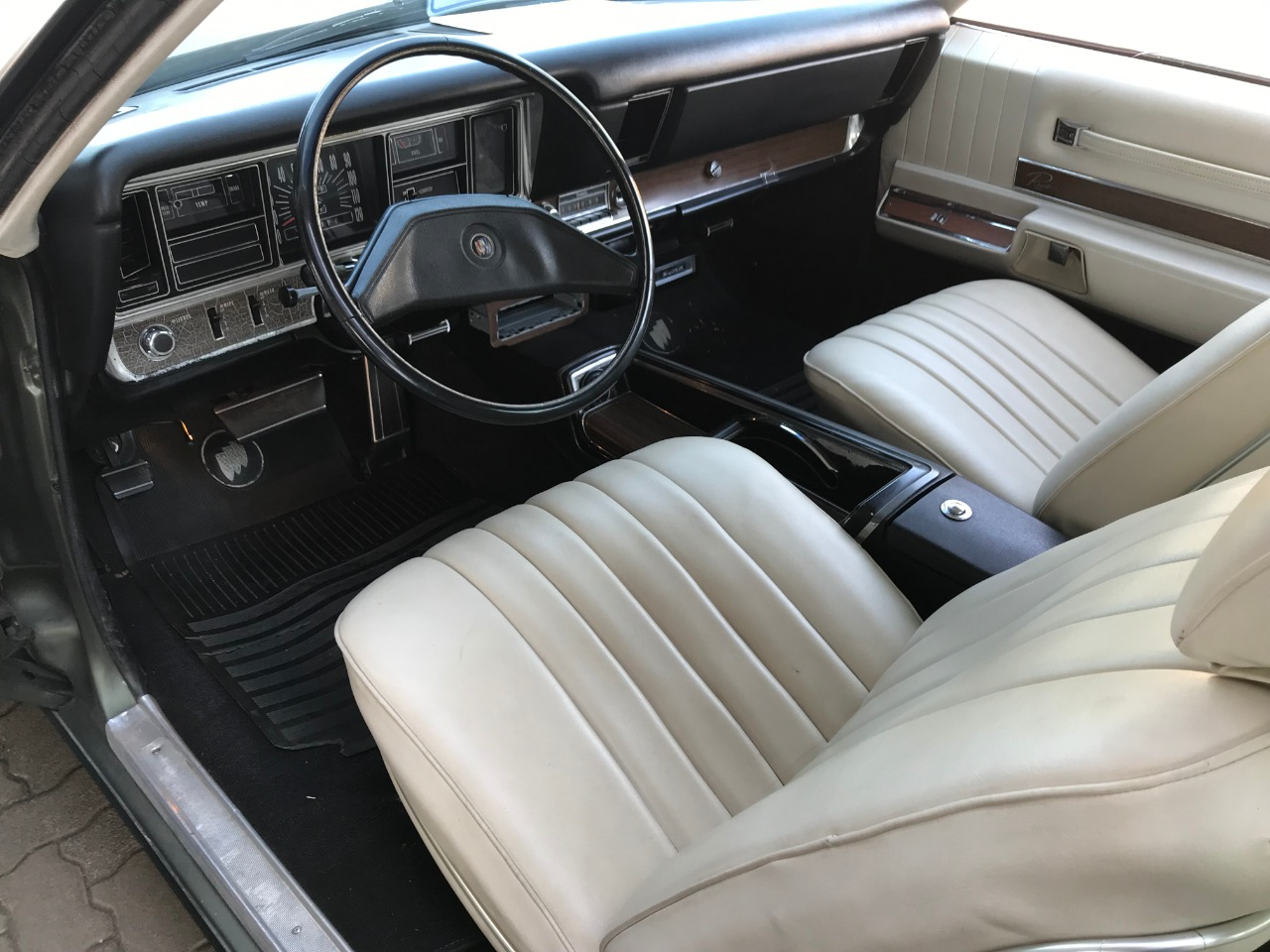 1970 Reviera Coupe 455 hemi V8 automatic