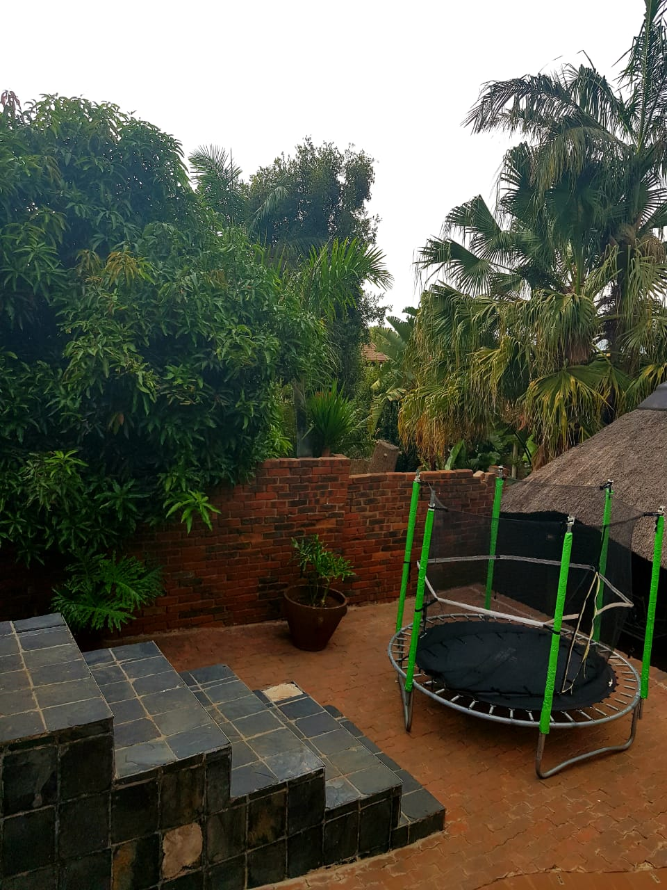PRICED TO SELL!!!  PRETORIA GARDENS 5 BEDROOMS