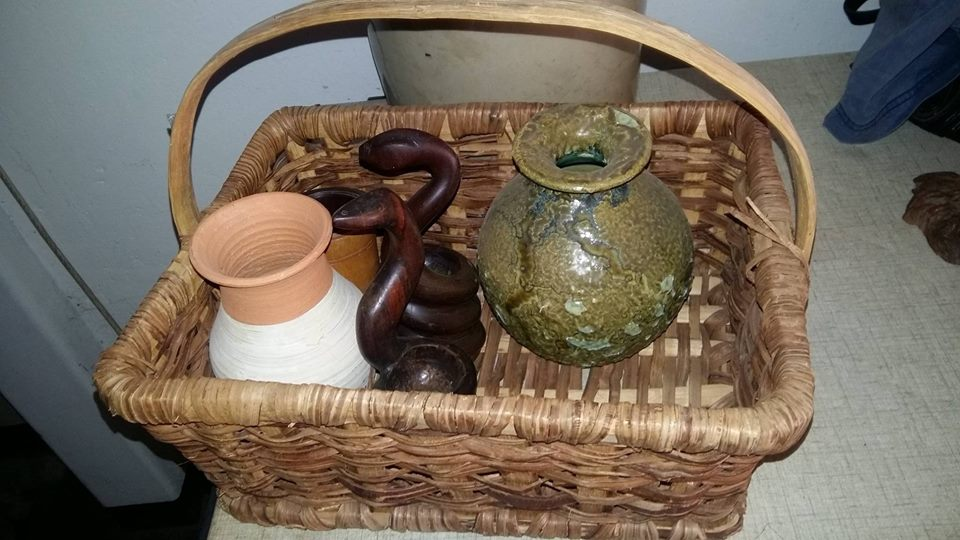 Picnic basket with ornamental vases