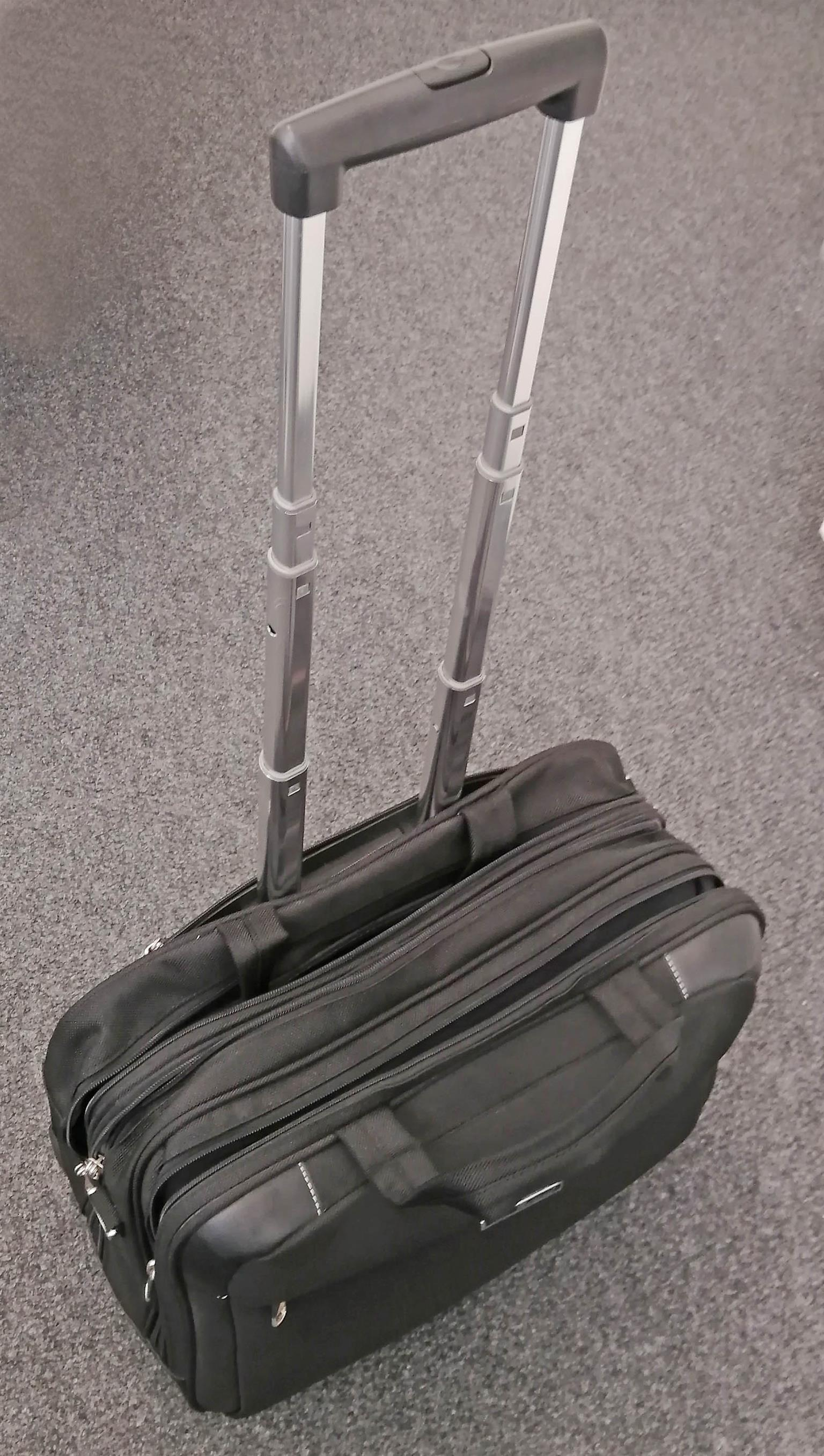 Computer bag with four compartments and wheels